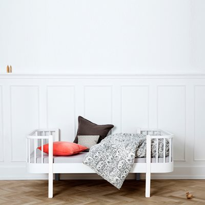 OLIVER FURNITURE LUXURY WOOD TODDLER BED in White