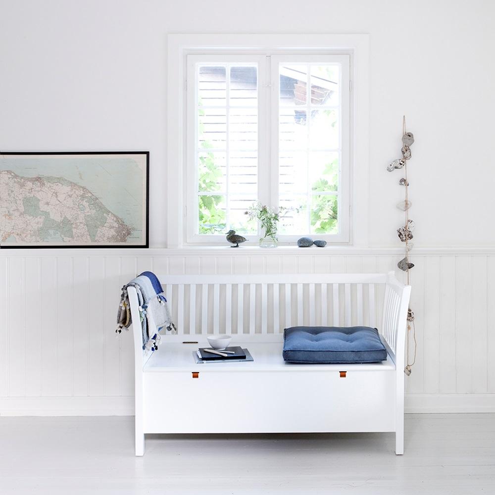 Small bench in seaside white hallway storage cuckooland - Sofas con cajones ...