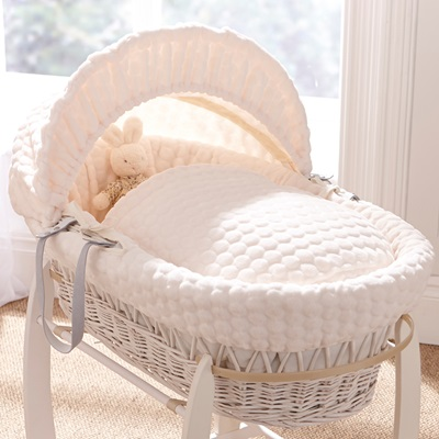 WHITE WICKER MOSES BASKET in Marshmallow Design