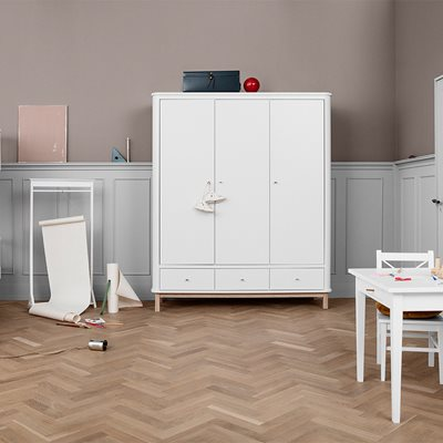 CONTEMPORARY WOOD 3 DOOR WARDROBE in White and Oak
