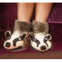 billie-badger-slippers-lifestyle-cuckooland.jpg