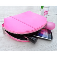 gillan-cosmetic-bag-charger (2).jpg