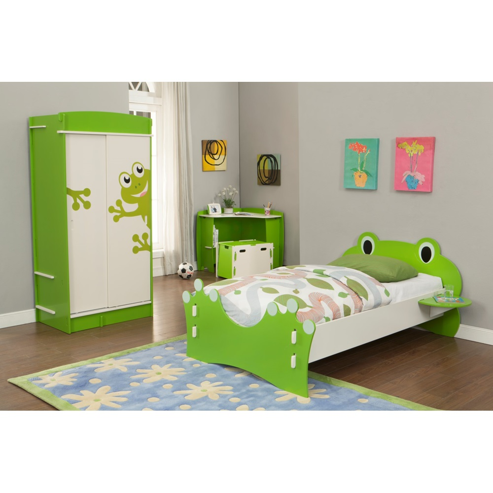 Easy fit kids wardrobe in 39 frog collection 39 design beds for Frog bedroom ideas