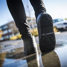 nordic-grip-wellies-lifestyle-shot3.jpg