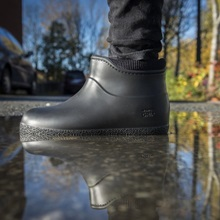 nordic-lifestyle-shot-black-boots-autumn.jpg