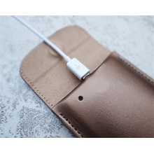 sulan-use-luggage-tag-smartphone-charger.jpg